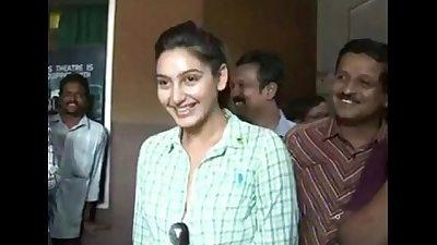 ragini kannada actress boobs pressed www.desikamapisachi.com